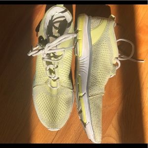 Vionic mesh yellow size 10 athletic sneakers